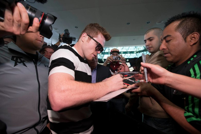 011_Canelo_with_fans