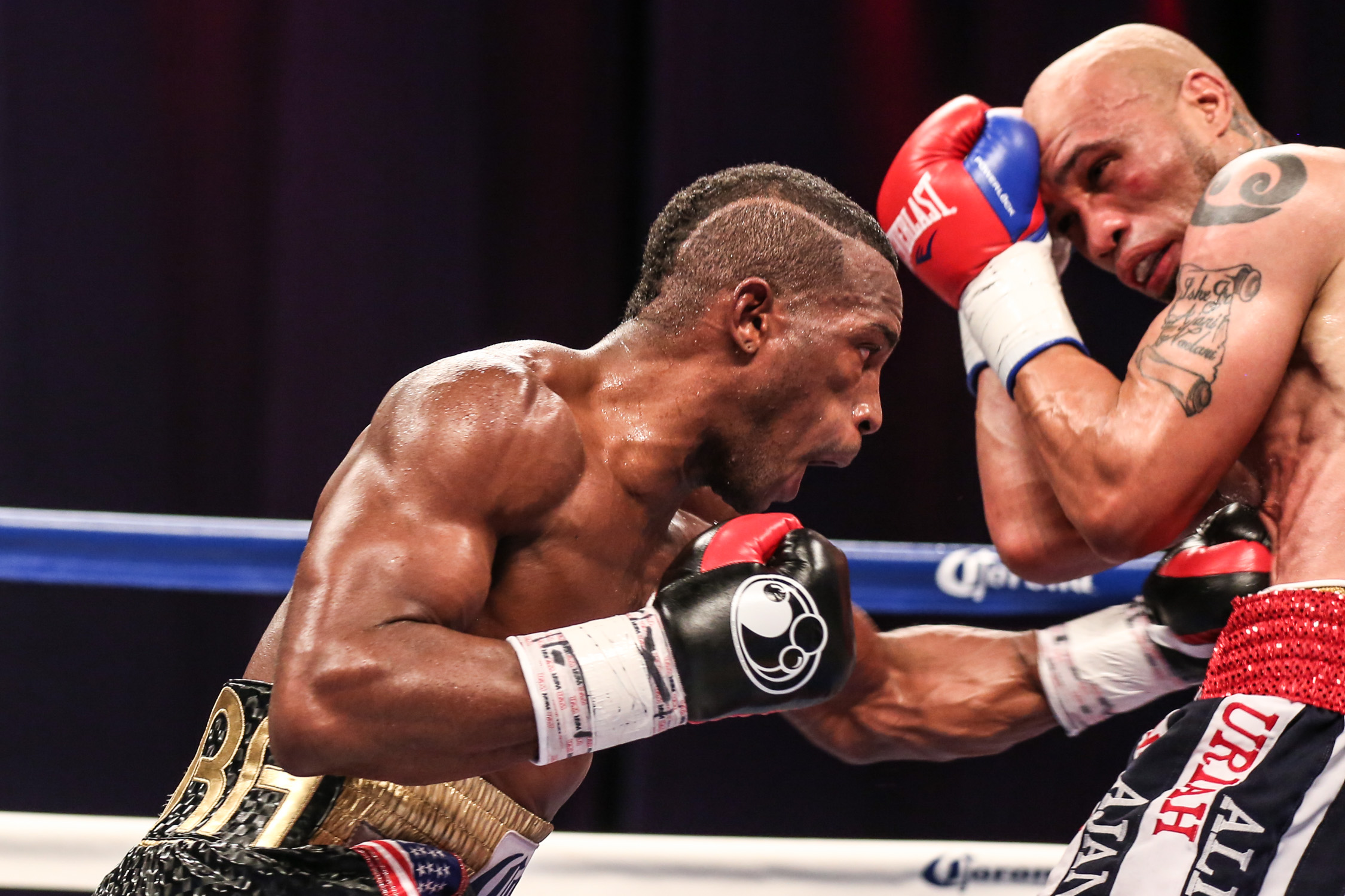 [Video/Photo Gallery] Erislandy Lara Takes Ishe Smith to ...